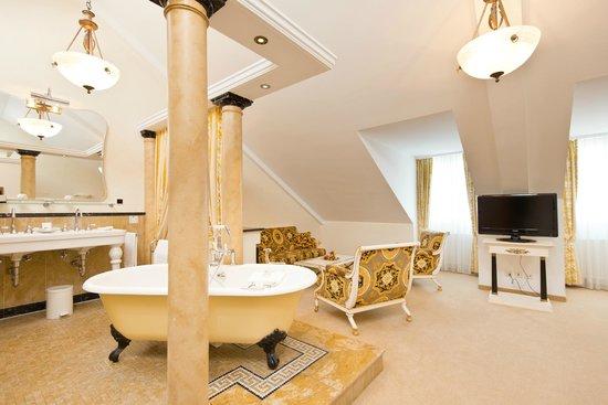 Hotel Seeburg: Designer Juniorsuite Versace