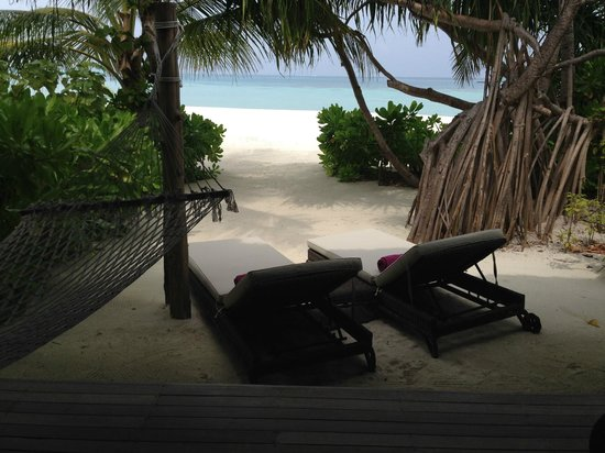 Constance Moofushi : View from the room to the lagoon..
