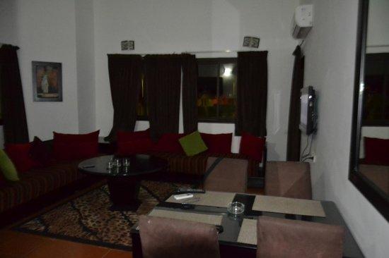 Hotel Farah Inn: гостинная