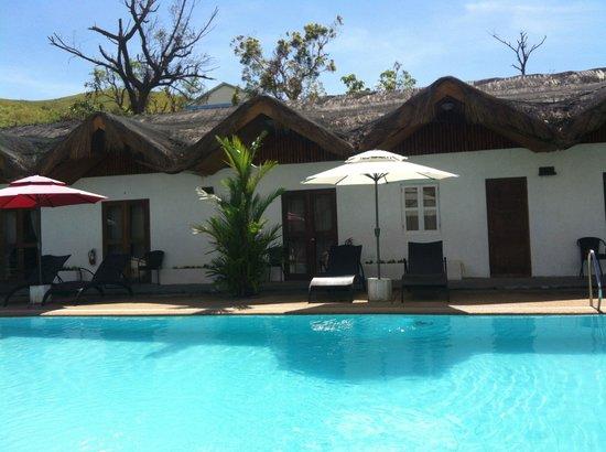 Sunz En Coron Resort: La piscine et son nouveau mobilier