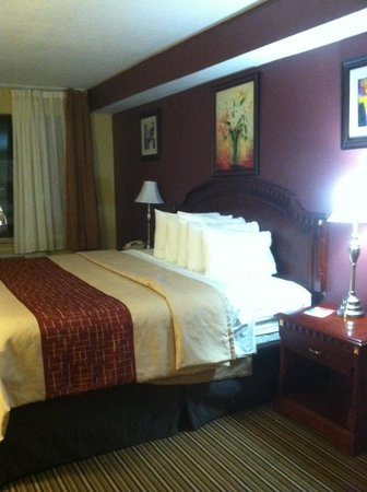 Red Roof Inn & Suites Muskegon Heights: Overall Photo
