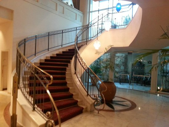Herods Vitalis Spa Hotel Eilat: Vista de la escalera