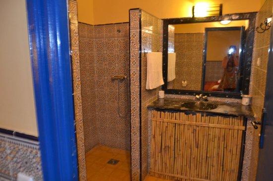 Hotel Riad Ali : Ванная