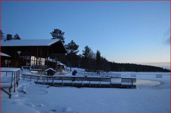 Hotel Jeris: vista general del spa y lago helado