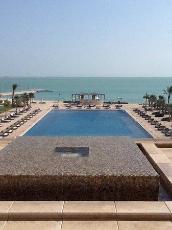 The St. Regis Doha: piscine vue du haut