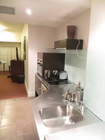 Bolton Hotel Wellington : Kitchen area