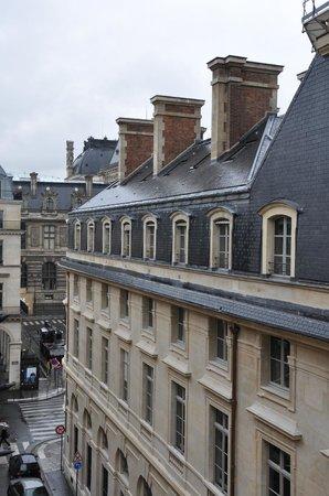Grand Hotel du Palais Royal: Вид из окна на Лувр