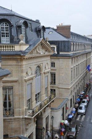 Grand Hotel du Palais Royal: Вид из окна