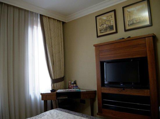 Arden Park Hotel: kleiner Tisch mit Stromstecker (Kameraakkus aufladen), aber kein Leselicht.