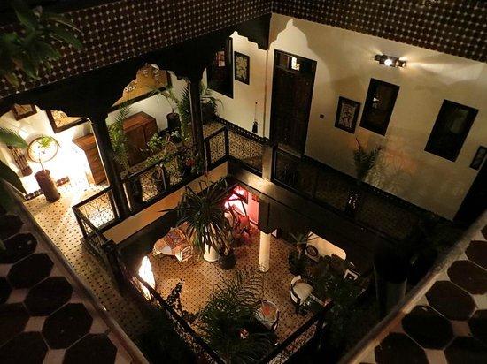 Riad Dar Najat : Vue depuis la terrasse à l'intérieur du patio