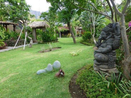 Taruna Homestay : Gartenanlage