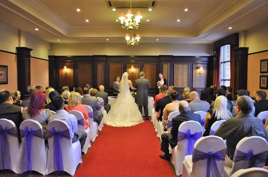 BEST WESTERN PLUS Cedar Court Leeds/Bradford: Civil Ceremony - Boardroom