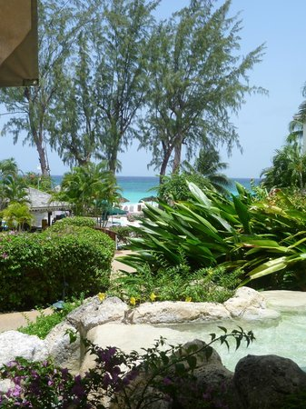 Bougainvillea Beach Resort: View from reception to the beach