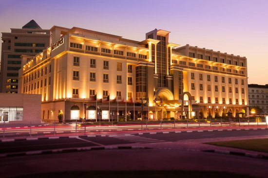 Movenpick Hotel & Apartments Bur Dubai: Hotel & Apartment building
