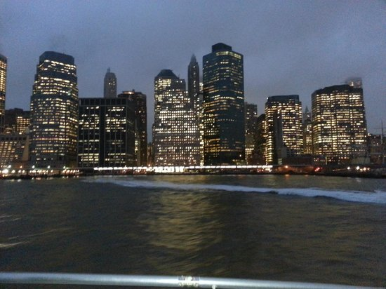 Ikea water taxi bild von manhattan skyline new york for Ikea new york city