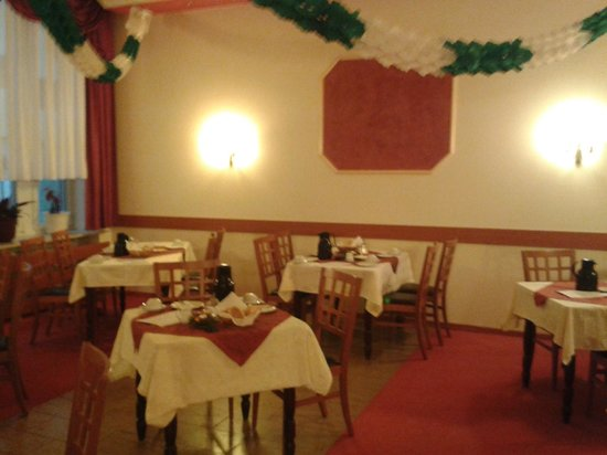 Hotel Zur Alten Post: The dining room with Christmas decorations