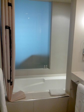 The Picasso Boutique Serviced Residences : tub, shower and glass behind the couch