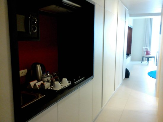 The Picasso Boutique Serviced Residences : tiny kitchen(ette)
