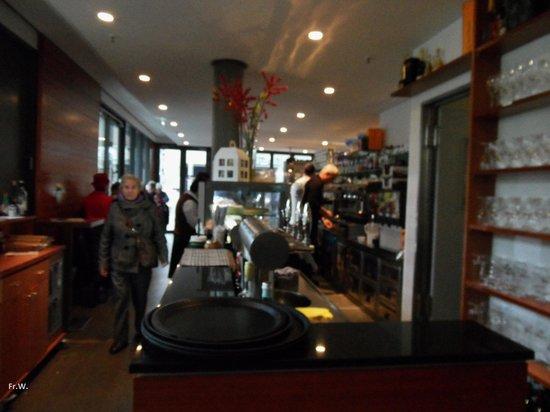 Restaurant Weinkeller Eiscafe Lazzaretti: De servicebalie .