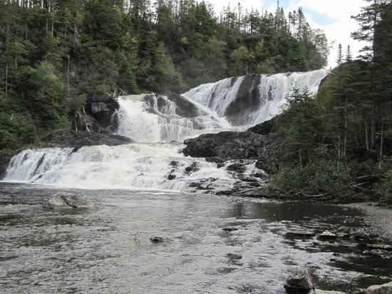 Seabreeze B & B: water falls close to the B&B