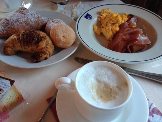 Family & Wellness Hotel Shandranj : colazione
