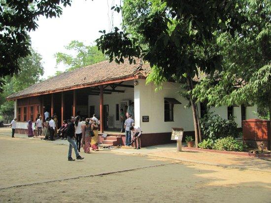 sabarmati ashram Sabarmati ashram (also known as gandhi ashram, harijan ashram, or  satyagraha ashram) is located in the sabarmati suburb of ahmedabad, gujarat, .