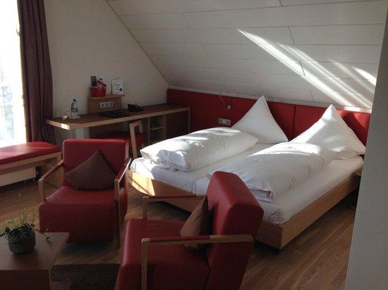 Hotel Traube am See: Schlafbereich Zimmer 401.