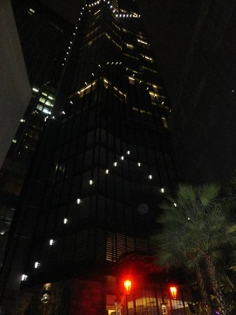 The Continent Hotel Bangkok by Compass Hospitality: Hotel View at Night