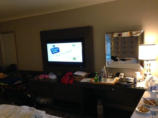 Fairmont Waterfront : Nice big flat screen tv