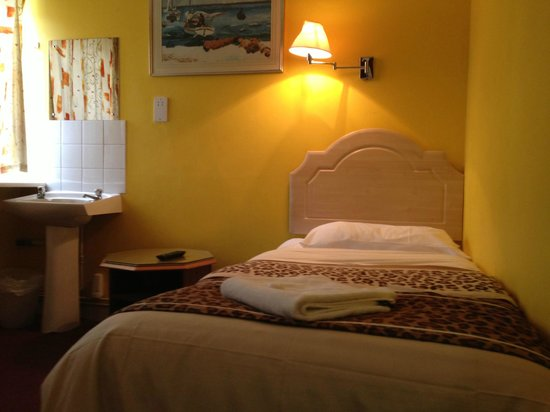 Acton Town Hotel : Single Basic