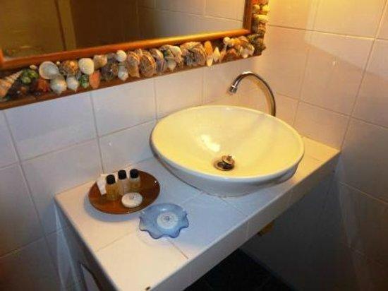Thai house basin