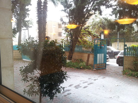 Eden Jerusalem Hotel: Snow at Eden Hotel! 12/12/13