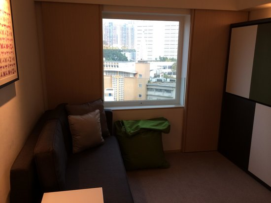 Eaton, Hong Kong: Family Room - room 2 - two bunks that fold up  - can fit two adults