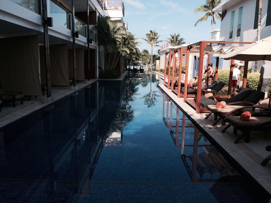 La Flora Resort Patong : One of the pools