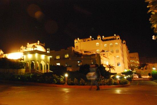 Le Meridien Jaipur Resort & Spa: Beautifully lit and resplendent