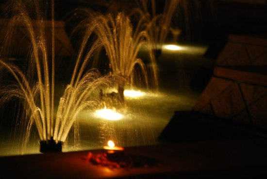 Le Meridien Jaipur Resort & Spa: The best part of the hotel. Beautiful fountains that make the most magnificent and pleasant soun