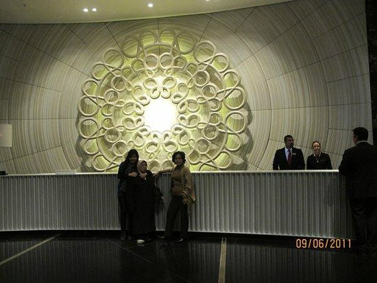 Crown Towers Melbourne: Friendly reception.