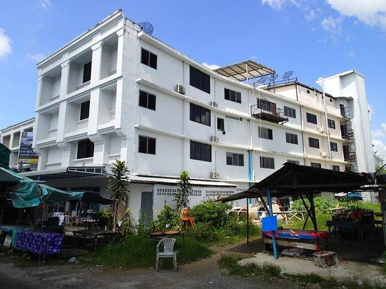 Lada Krabi Residence: Hotel Backyard