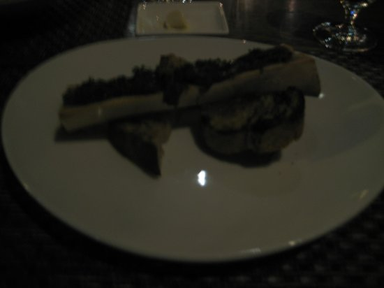 Colicchio & Sons Tap Room : roasted bone marrow with drunk onions & toasted baguette
