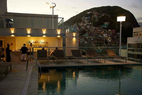 Miramar Hotel by Windsor: Looking back from roof top pool