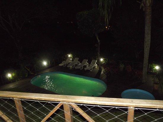 Pousada Aquarela do Mar: Vista da piscina a noite do apartamento