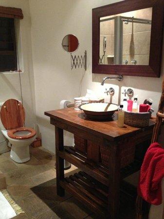 KhashaMongo Guesthouse: bath