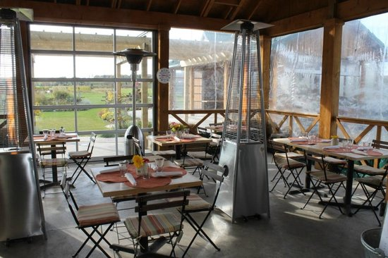 The Good Earth Food and Wine Co.: Outdoor Seating for Fall & Winter