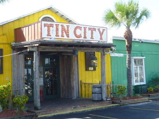 Bayfront Inn 5th Ave: tin city