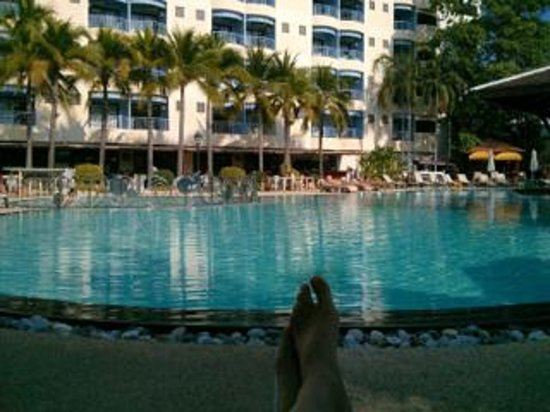 Mercure Pattaya Hotel : Early morning by the pool