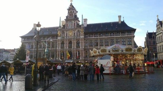 Town Hall (Stadhuis): Stadhuis bij dag