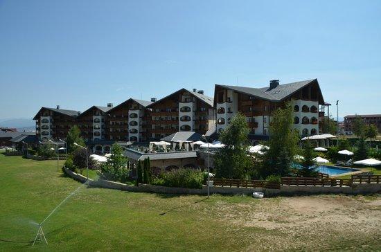 Kempinski Hotel Grand Arena : Вид из кабины подъемника на отель