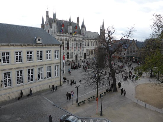 Crowne Plaza Brugge: Town Hall and Basillica of the Holy Blood. View from our room.