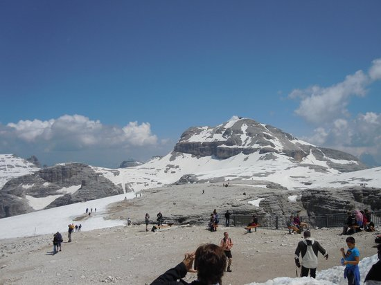 https://media-cdn.tripadvisor.com/media/photo-s/05/21/d5/81/la-terrazza-delle-dolomiti.jpg