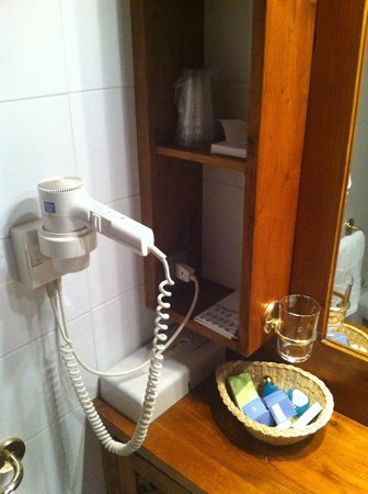 Hotel Ancora: Accessori bagno